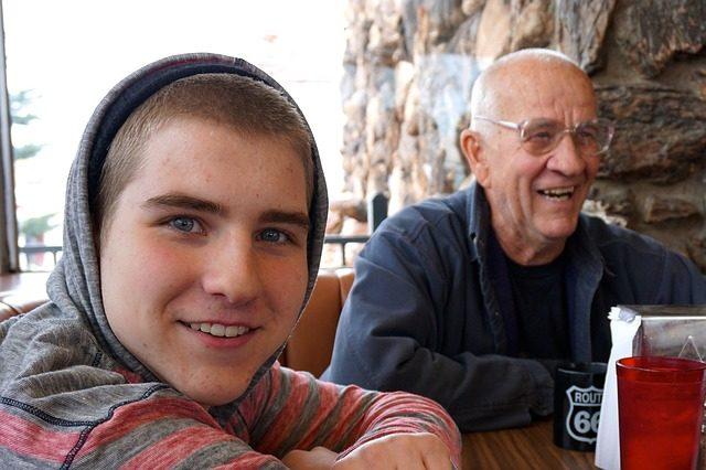 Giovani, parlate di lavoro con i nonni